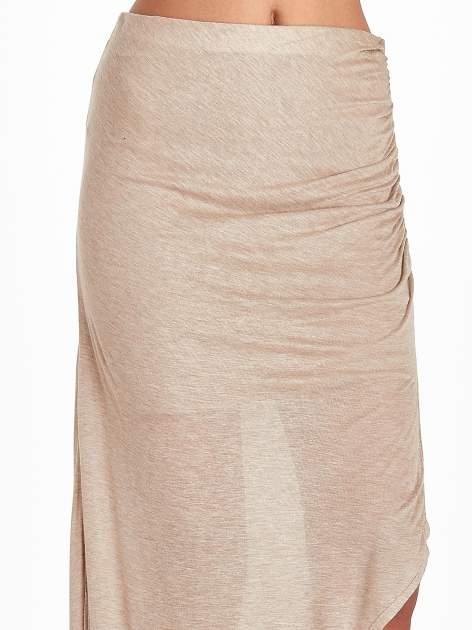 Jasnobrązowa spódnica maxi z drapowaniem i rozporkiem z boku                                   zdj.                                  5