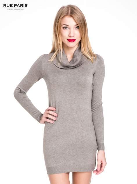 Jasnobrązowa swetrowa sukienka z golfem