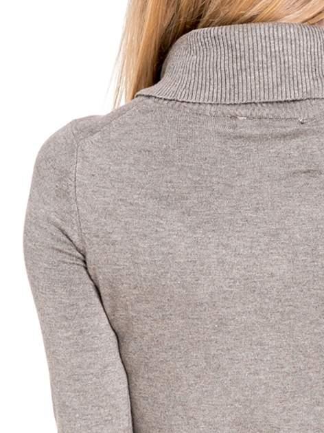 Jasnobrązowa swetrowa sukienka z golfem                                  zdj.                                  7