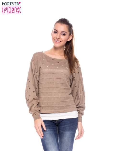 Jasnobrązowy ażurowy sweter w serduszka                                  zdj.                                  1