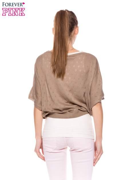 Jasnobrązowy ażurowy sweterek z krótkim rękawem                                  zdj.                                  4