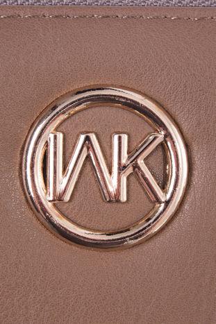Jasnobrązowy portfel z uchwytem na rękę i złotym logiem                                  zdj.                                  4