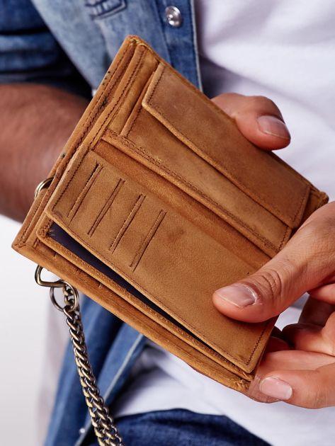 Jasnobrązowy skórzany portfel męski z przywieszką                              zdj.                              8