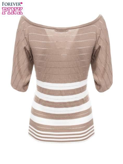 Jasnobrązowy sweter w paski z szerokim dekoltem                                  zdj.                                  7