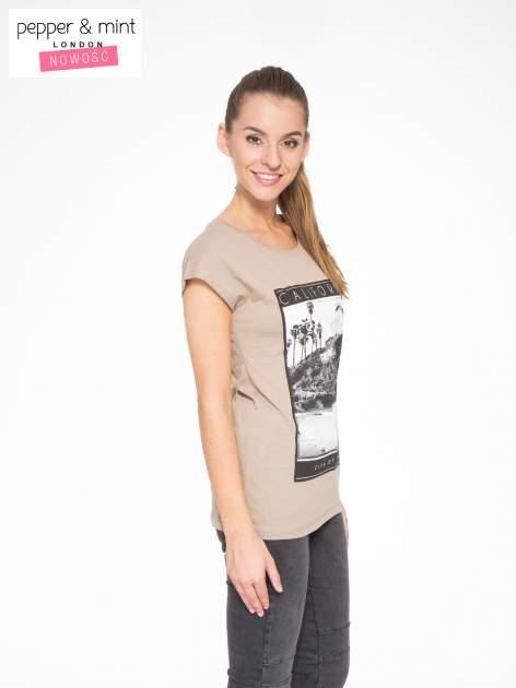 Jasnobrązowy t-shirt z nadrukiem CALIFORNIA                                  zdj.                                  3