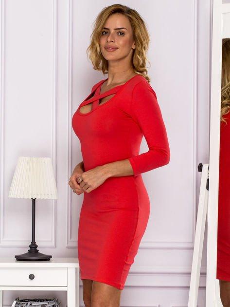 Jasnoczerwona sukienka z paskami przy dekolcie                                   zdj.                                  5