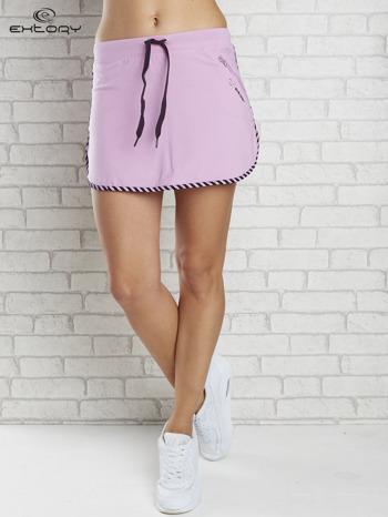 Jasnofioletowa spódnica dresowa z kieszonką na suwak                                  zdj.                                  1