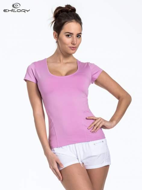 Jasnofioletowy t-shirt sportowy basic z dekoltem U                                  zdj.                                  1
