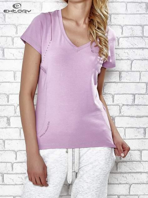Jasnofioletowy t-shirt z trójkątnym dekoltem