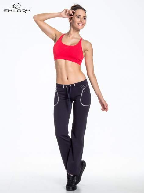 Jasnogranatowe spodnie dresowe z siateczką                                  zdj.                                  4