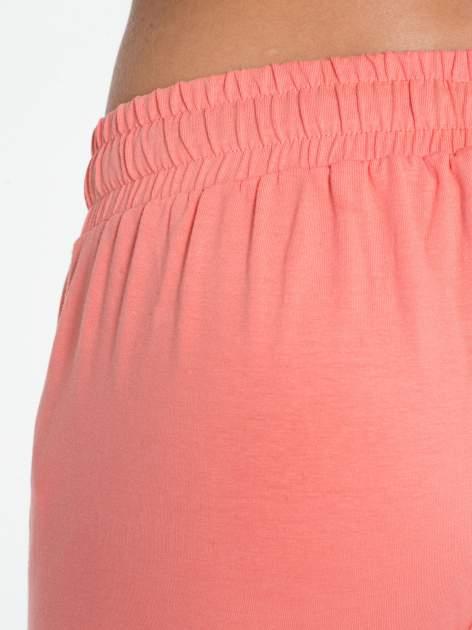 Jasnokoralowe spodnie dresowe typu baggy z guzikami                                  zdj.                                  6