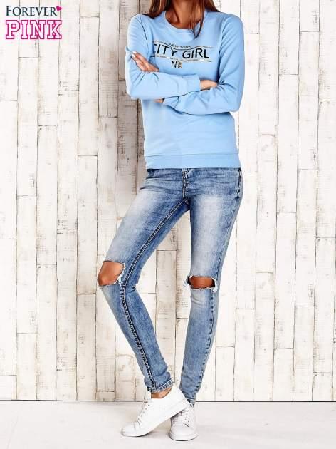 Jasnoniebieska bluza z napisem CITY GIRL                                  zdj.                                  4