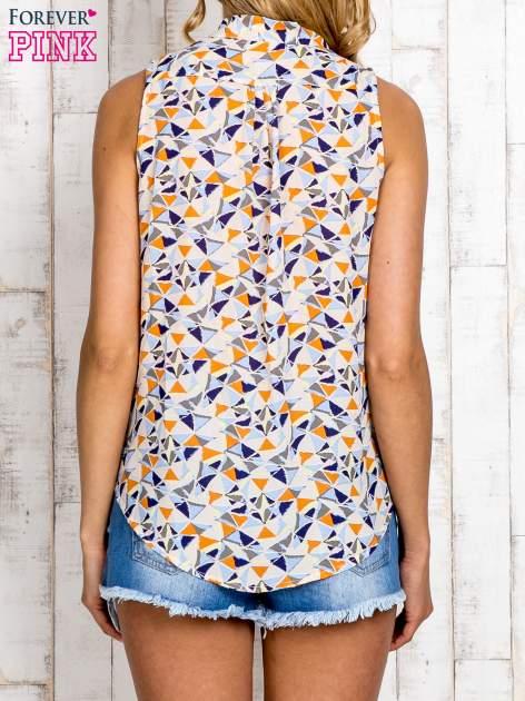 Jasnoniebieska bluzka koszulowa w geometryczne wzory                                  zdj.                                  4