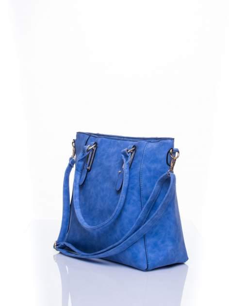 Jasnoniebieska fakturowana torba z odpinanym paskiem                                  zdj.                                  4