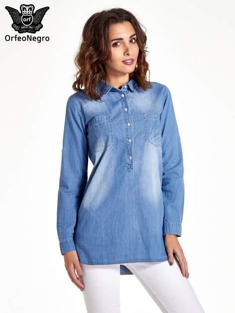 Jasnoniebieska jeansowa długa koszula z kieszeniami                                  zdj.                                  1