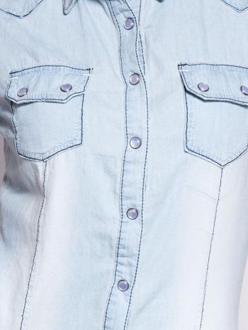 Jasnoniebieska koszula jeansowa z przetarciami na krótki rękaw                                   zdj.                                  5