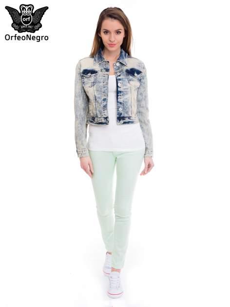 Jasnoniebieska kurtka jeansowa damska z marmurkowego denimu                                  zdj.                                  2