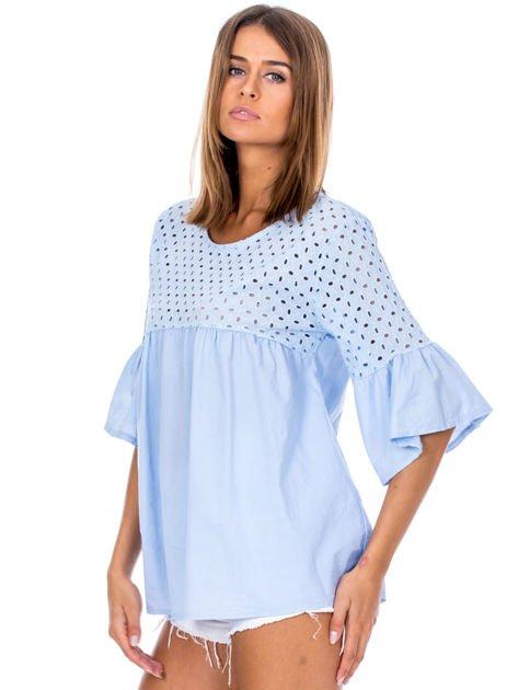 Jasnoniebieska odcinana bluzka z szerokimi rękawami                              zdj.                              3