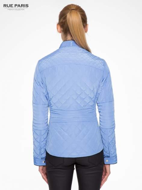Jasnoniebieska pikowana kurtka ze skórzaną lamówką                                  zdj.                                  4