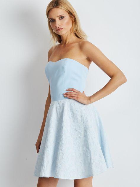 Jasnoniebieska rozkloszowana sukienka bez ramiączek                              zdj.                              3