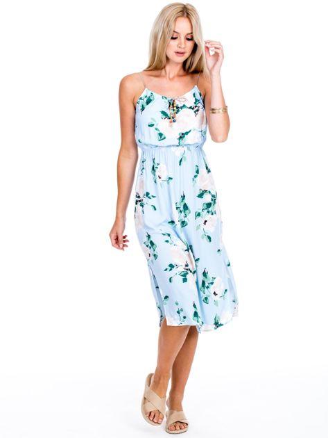 Jasnoniebieska sukienka w kolorowe kwiaty                              zdj.                              4