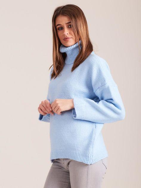 Jasnoniebieski miękki sweter z golfem                              zdj.                              3