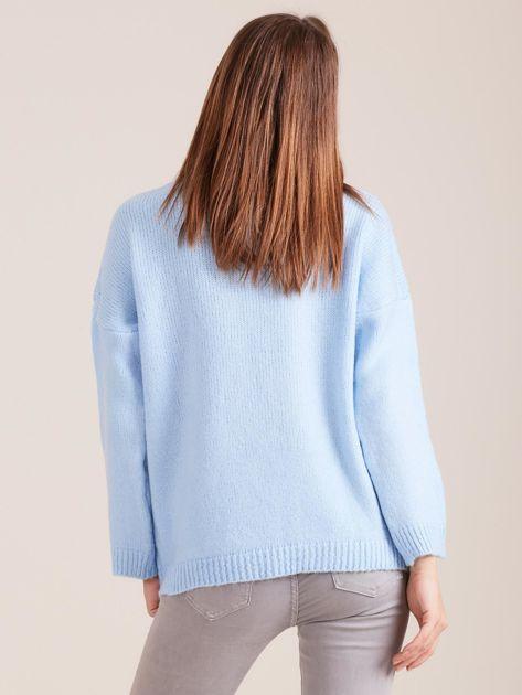 Jasnoniebieski miękki sweter z golfem                              zdj.                              2