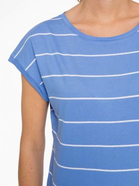 Jasnoniebieski t-shirt w paski                                   zdj.                                  5