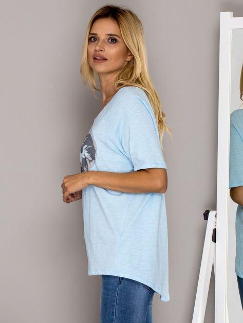 Jasnoniebieski t-shirt z nadrukiem ust                              zdj.                              5