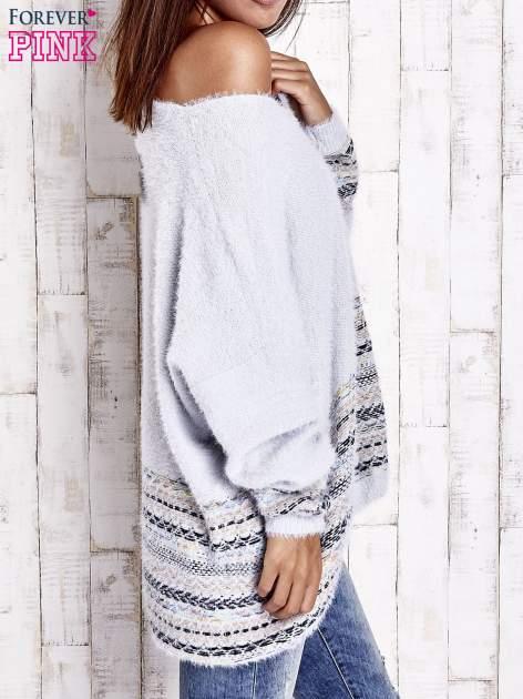 Jasnoniebieski włochaty sweter oversize z kolorową nitką                                   zdj.                                  4