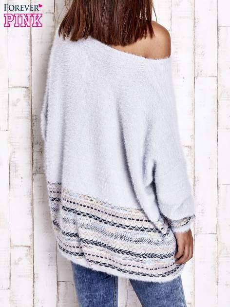 Jasnoniebieski włochaty sweter oversize z kolorową nitką                                   zdj.                                  5