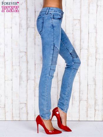 Jasnoniebieskie jeansowe spodnie ze wstawkami nad kolanami                                  zdj.                                  3