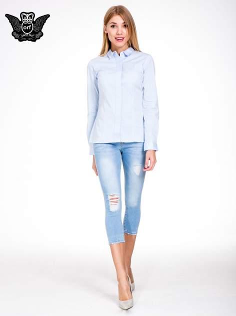 Jasnoniebieskie jeansy 3/4 skinny jeans z dziurą na kolanie                                  zdj.                                  4