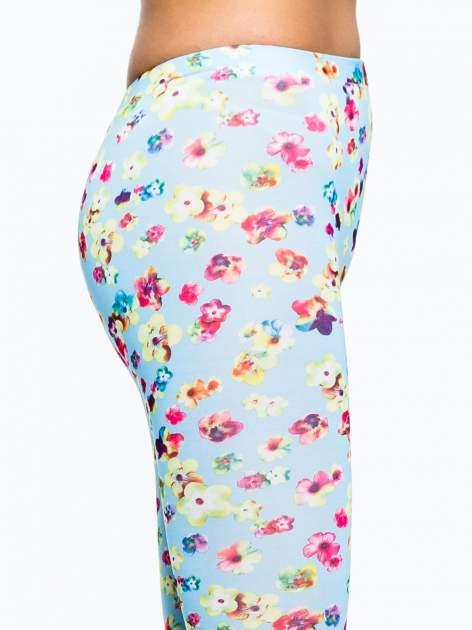 Jasnoniebieskie legginsy w kwiatki                                  zdj.                                  6