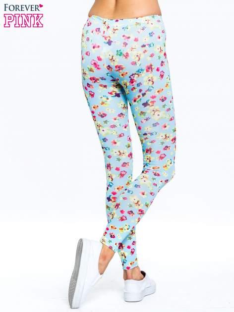 Jasnoniebieskie legginsy w kwiatki                                  zdj.                                  4
