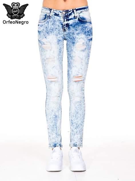 Jasnoniebieskie marmurkowe spodnie jeansowe rurki z dziurami i przetarciami                                  zdj.                                  3