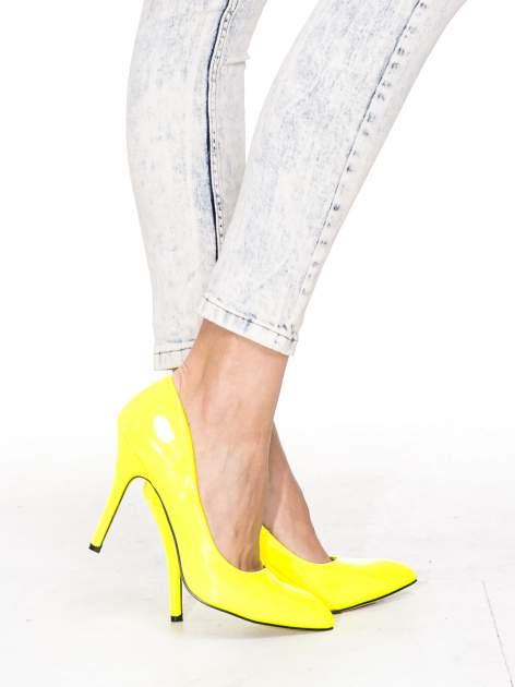 Jasnoniebieskie przecierane spodnie skinny jeans marmurki                                  zdj.                                  7