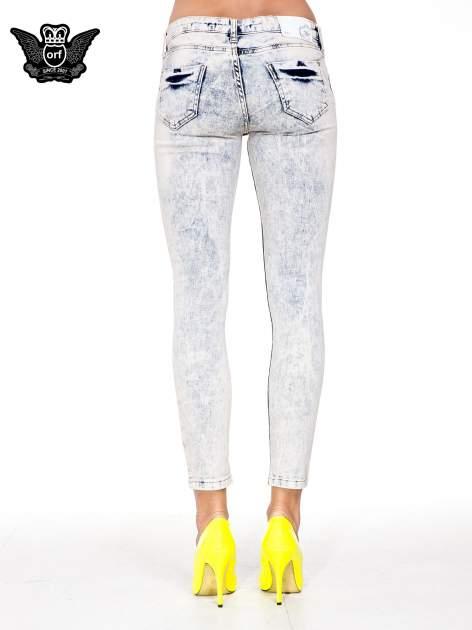 Jasnoniebieskie przecierane spodnie skinny jeans marmurki                                  zdj.                                  5