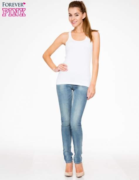 Jasnoniebieskie rozjaśniane spodnie jeansowe rurki                                   zdj.                                  2