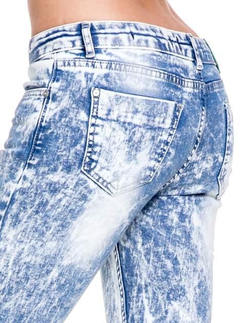 Jasnoniebieskie spodnie jeansowe dzwony typu marmurki                                  zdj.                                  7