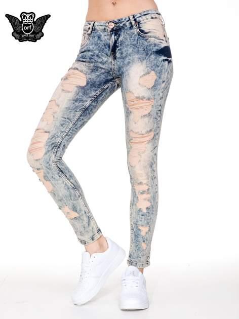 Jasnoniebieskie spodnie jeansowe rurki z dziurami typu cut out