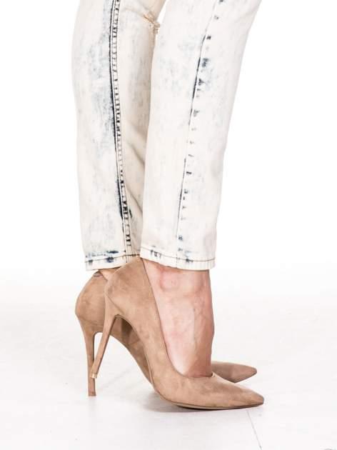 Jasnoniebieskie spodnie jeansowe rurki z rozdarciami                                  zdj.                                  7