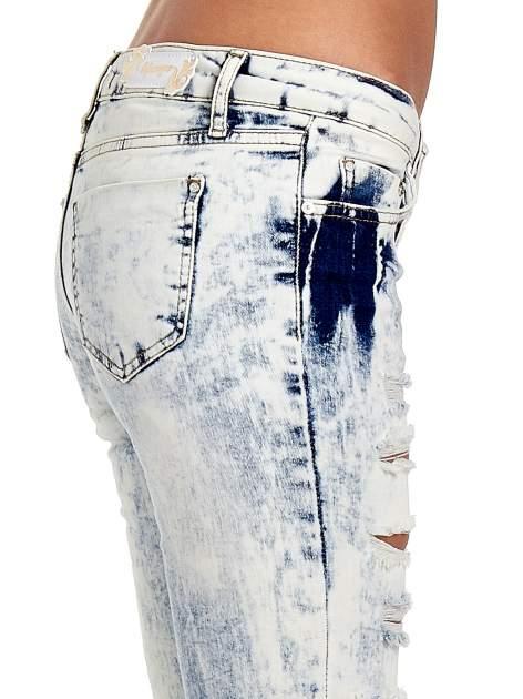 Jasnoniebieskie spodnie jeasnowe dzwony cut out                                  zdj.                                  6
