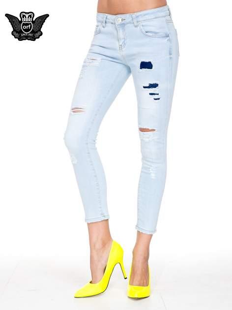Jasnoniebieskie spodnie jeasnowe skinny jeans z łatami i dziurami                                  zdj.                                  1