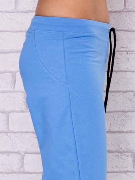 Jasnoniebieskie spodnie sportowe capri                                  zdj.                                  5