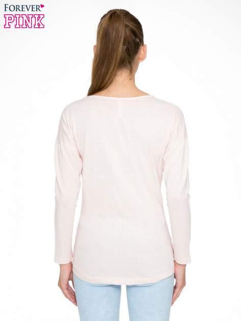 Jasnoróżowa bluzka w stylu fashion                                  zdj.                                  4