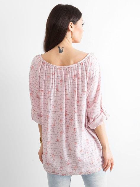 Jasnoróżowa bluzka z nadrukiem flamingów i podwijanymi rękawami                              zdj.                              2