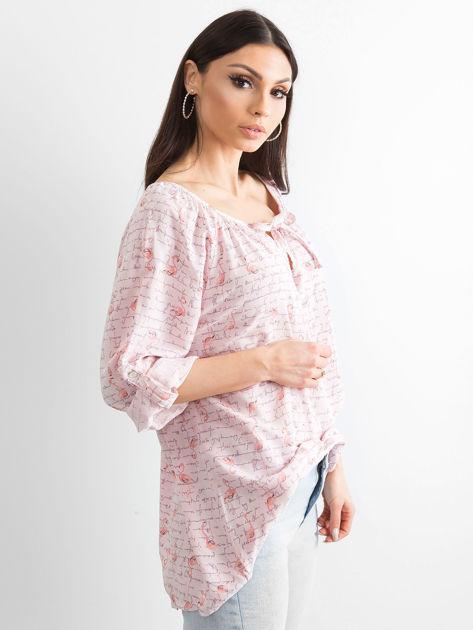 Jasnoróżowa bluzka z nadrukiem flamingów i podwijanymi rękawami                              zdj.                              3