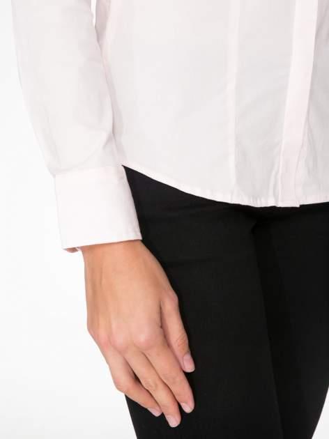 Jasnoróżowa elegancka koszula damska z krytą listwą                                  zdj.                                  7