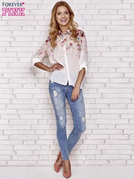 Jasnoróżowa koszula mgiełka z nadrukiem róż                                  zdj.                                  4